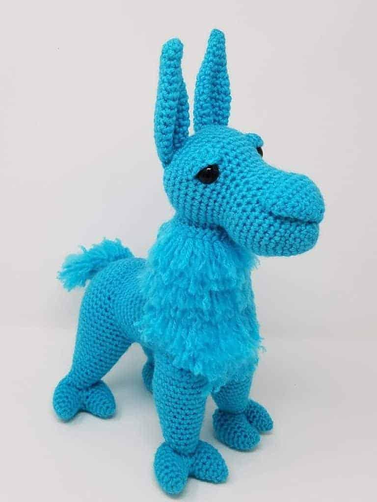 Groovy Llama amigurumi crochet pattern | Neck and Front Legs video tutorial | Hooked by Kati