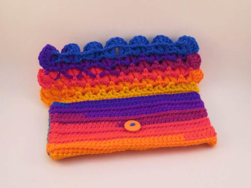 dragon scale clutch free crochet pattern   Hooked by Kati