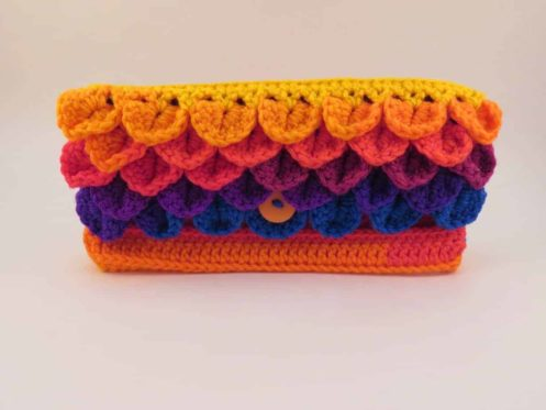 dragon scale clutch free crochet pattern | Hooked by Kati