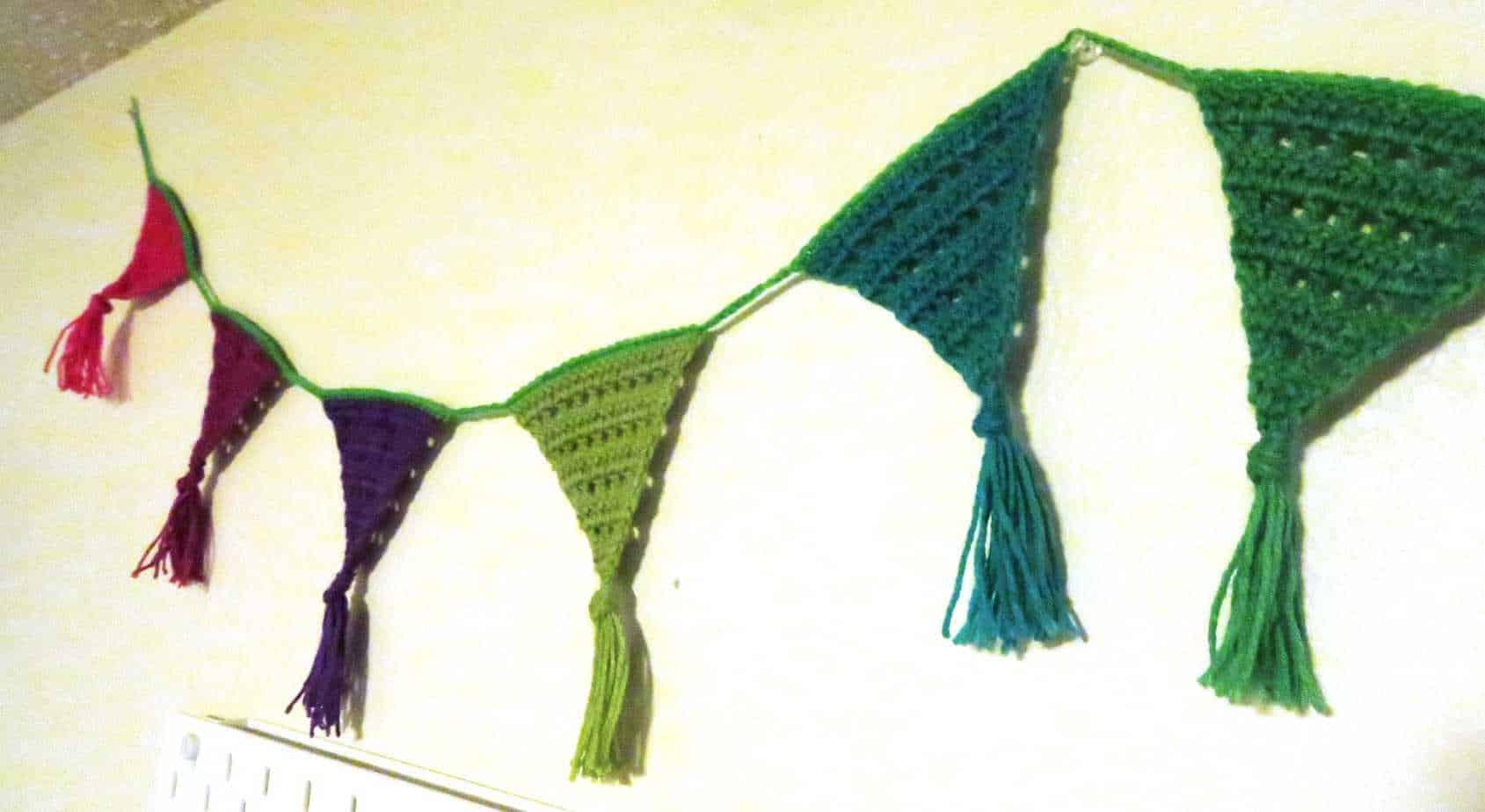 crochet rainbow bunting pattern