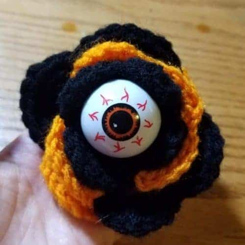 free crochet eyeball rose pattern | Hooked by Kati