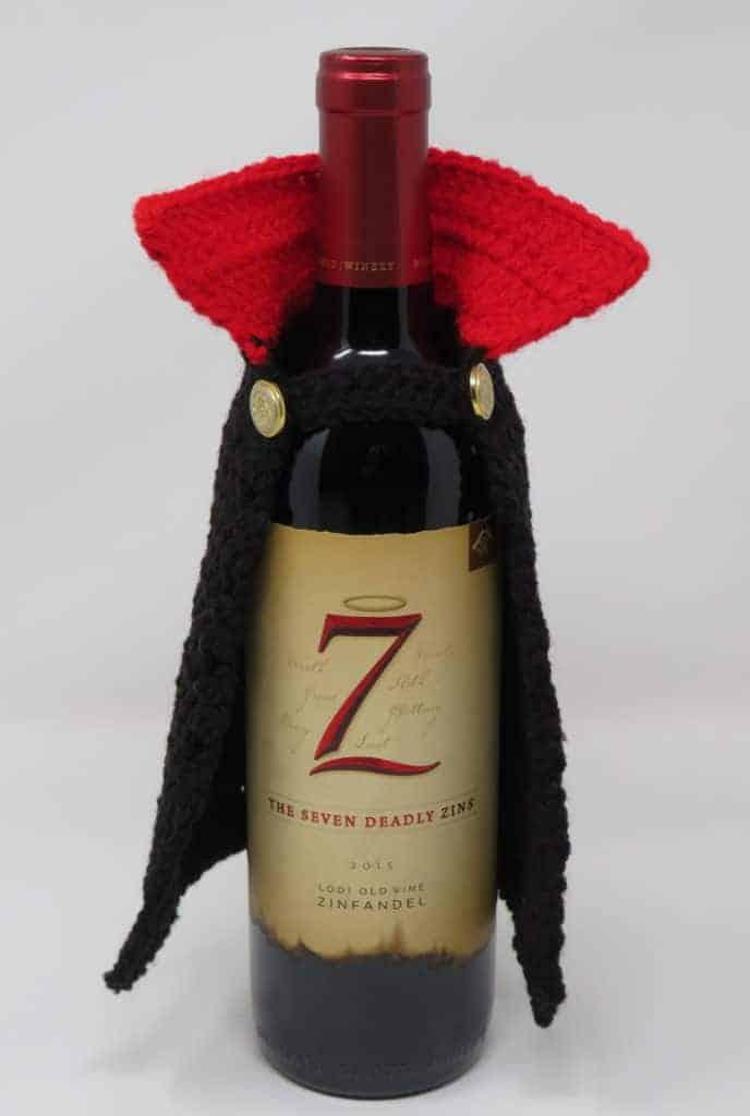dracula wine bottle cape | free crochet pattern | hooked by kati