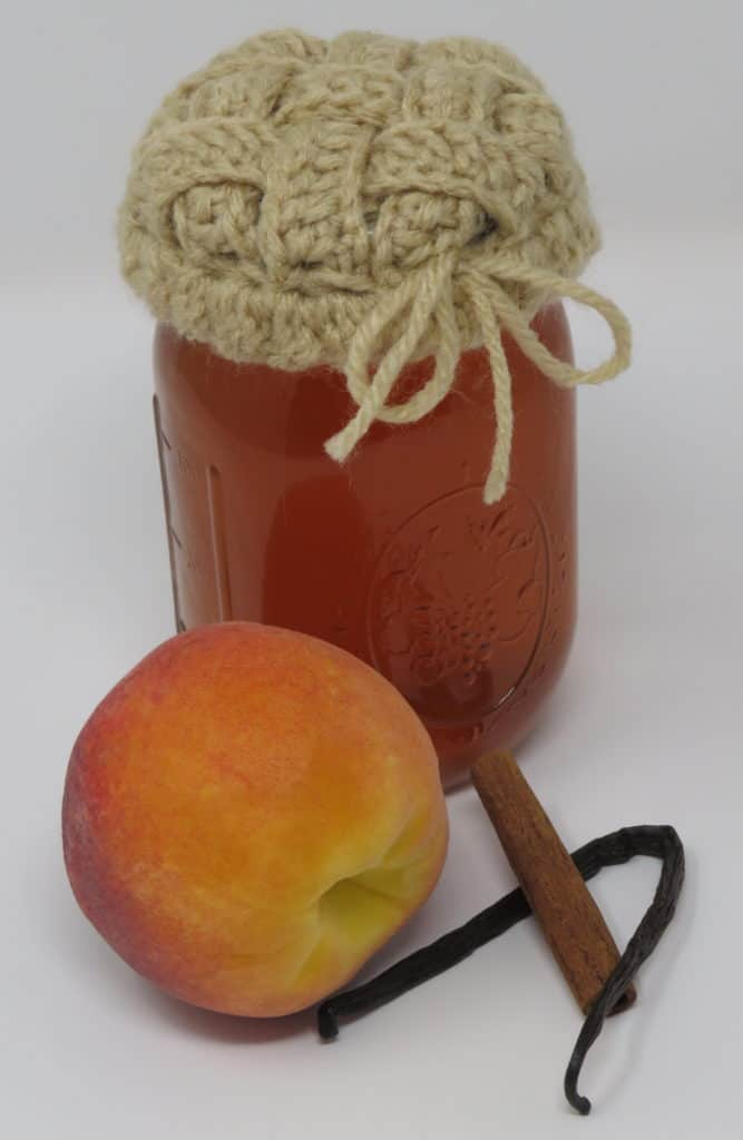 peach pie moonshine recipe and lattice jar cover pattern | Hooked by Kati